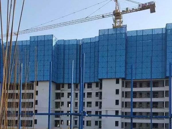 上海某建筑工地建筑爬架网使用案例